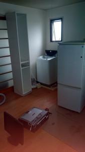 高松市のビルで冷蔵庫、モニターなど回収のビフォー写真