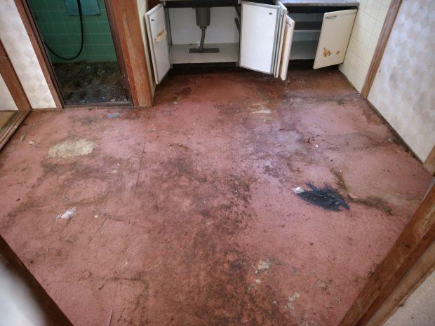 【高松市香川町】リピーターのお客様からハウスクリーニングのご依頼☆染みや汚れを取り除き、きれいになったお部屋に喜んでいただけました。