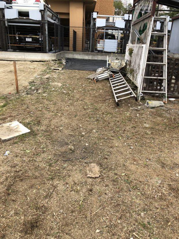 【高松市福岡町】敷地内の草抜きと防草シートの設置☆ベテランのスタッフによる作業の早さにご満足いただけました!
